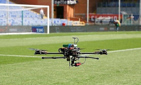 Rapida, efficiente e sicura: l'energia del futuro viaggia senza fili con droni e robot