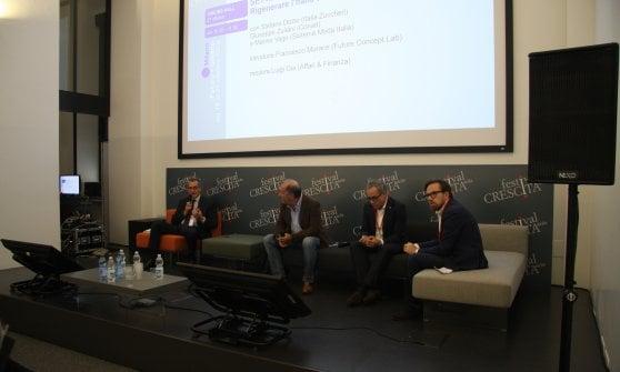 Un momento del convivio di domenica 21 ottobre, con (a partire da  sinistra) Marino Vago (Sistema Moda Italia), Luigi Gia (Affari & Finanza) Giuseppe Zuliani (Conad)   e Stefano Dozio (Italia Zuccheri).