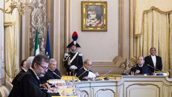 """Caso Dj Fabo, la Consulta: """"Aiuto al suicidio, il Parlamento faccia una nuova legge entro un anno"""""""