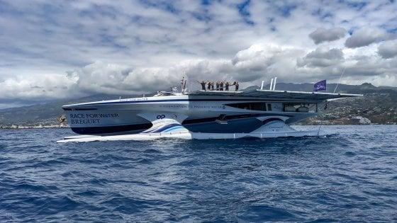 """La sfida del catamarano verde: """"Insegniamo a salvare gli oceani dalla plastica"""""""