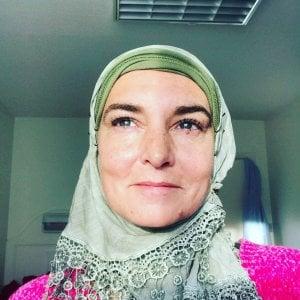 """La cattolica Sinead O'Connor si converte all'Islam: """"Il mio nome adesso è Shuhada Davitt"""""""
