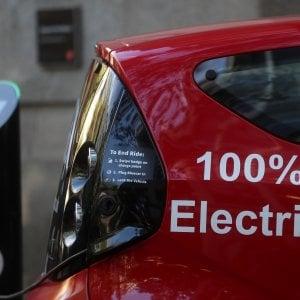 Il ritardo europeo sull'auto elettrica: una bomba a orologeria sull'economia Ue