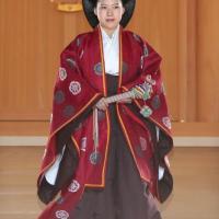 Giappone, la principessa Ayako si sposa con il borghese Kei e rinuncia al titolo