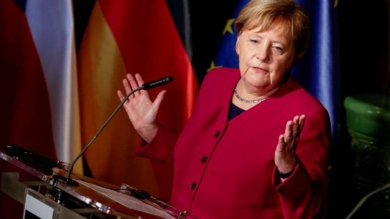 Merkel annuncia: addio alla politica dal 2021