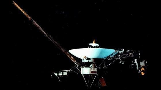 Voyager 1 batte un altro record: la sonda è a 20 ore luce dalla Terra