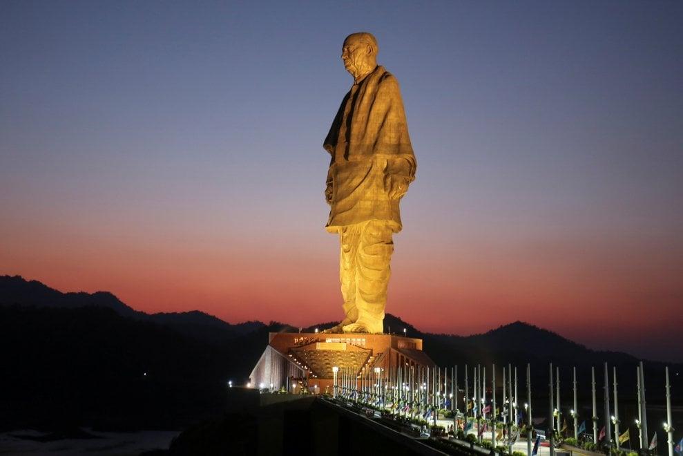 La top ten delle statue più alte al mondo