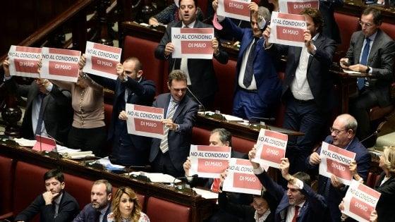 Camera, nella notte passa il decreto Genova. Ostruzionismo del Pd, Forza Italia si astiene