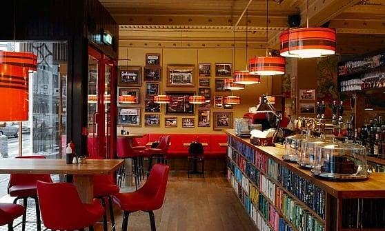 """Copenhagen. Nasce il """"Laudromat café"""": la lavanderia automatica diventa punto di incontro tra locali e turisti"""