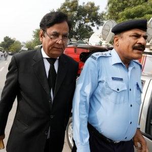 Pakistan, l'avvocato di Asia Bibi lascia il Paese dopo le minacce degli integralisti islamici