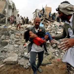 Yemen, altre bombe sulla popolazione civile: adulti e bambini uccisi nel raid aereo nella provincia di Hodeida