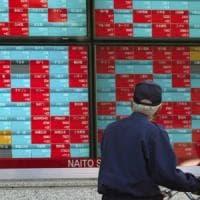 Borse incerte in attesa del voto Usa. Settimana cruciale per la Manovra, spread a 290