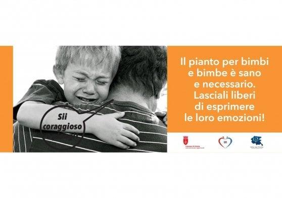 Perché un maschio non può piangere? Ecco la campagna contro gli stereotipi