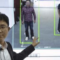 Cina, un nuovo strumento di sorveglianza identifica i cittadini da come camminano