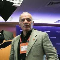 """Kasparov: """"Non serve un contratto per salvare il Web ma regole per i colossi della Rete"""""""