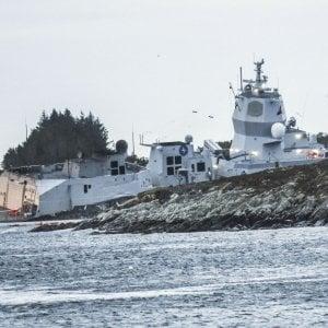 Fregata norvegese evacuata dopo la collisione con una petroliera maltese: ci sono feriti tra cui un agente di polizia