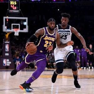 Basket, Nba: LeBron stende Minnesota, Belinelli ko a Miami, Toronto sa solo vincere