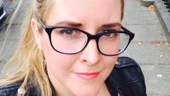 """L'assistente di JK Rowling """"scialacqua soldi"""" (non suoi) in cosmetici e profumi: la scrittrice la licenzia"""
