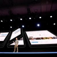 Samsung svela lo smartphone pieghevole: un phablet con comandi vocali