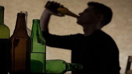 Intossicazioni da alcol, l'8% degli accessi al Pronto Soccorso riguarda i minorenni