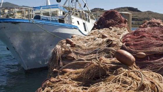 Legambiente: un mare di rifiuti finisce nelle reti dei pescatori