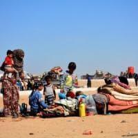 Siria, convoglio umanitario a Rukban, la distribuzione di aiuti salvavita per 50.000 persone