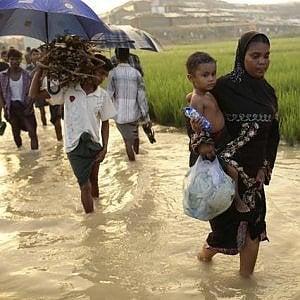 Rohingya, i musulmani in fuga dal Myanmar a bordo di imbarcazioni di fortuna verso la Malesia