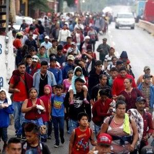Messico, in migliaia riprendono la marcia per raggiungere la frontiera USA