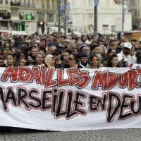 Marsiglia, crolla un balcone durante la marcia in memoria delle vittime