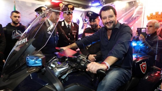 """Migranti, Salvini: """"Se ci prendono in giro, pronti a bloccare i bilanci Ue"""""""