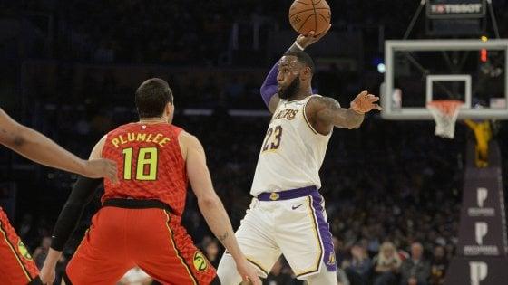 Basket, Nba: Portland vola, LeBron risolleva i Lakers