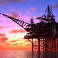 Petrolio, per alzare i prezzi l'Arabia taglia la produzione