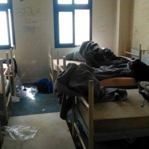 """Migranti, la denuncia delle ong: """"Nell'hotspot di Lampedusa violato il diritto d'asilo"""""""