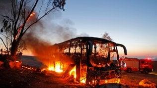 Bus israeliano colpito da un razzo