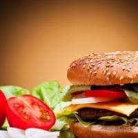 Così inquinano gli hamburger: uno in meno negli States vale le emissioni 12 milioni di...