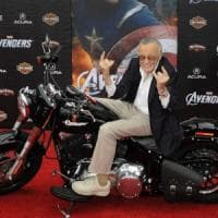 È morto Stan Lee, papà dei supereroi Marvel: creò personaggi che lottano in un mondo in...