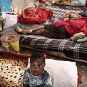 """Libia, rifugiati intrappolati senza via d'uscita: """"Crudeli le politiche europee sull'immigrazione"""""""