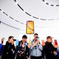 I timori sulle vendite di iPhone frenano le borse globali, da Wall Street all'Asia