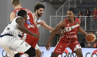 Basket: Trieste non è in serata, Pesaro rialza la testa
