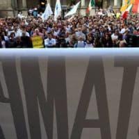 Libertà di stampa, giornalisti in piazza. Di Maio, nuovi attacchi agli editori. Agcom:...