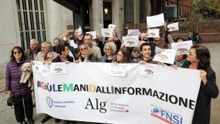 Agcom: attacchi alla stampa ledono la libertà. Giornalisti in piazza