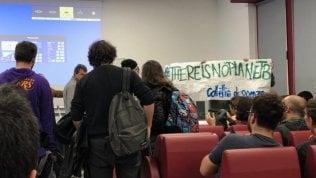 Clima, convegno dei negazionisti alla Sapienza di Roma. In platea ci sono quasi soltanto contestatori