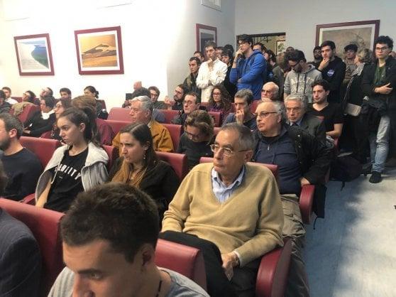 Clima, il convegno dei negazionisti alla Sapienza di Roma. Ma in sala ci sono solo i contestatori