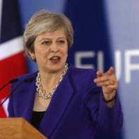 Brexit, c'è la bozza di accordo Ue-Regno Unito. May convoca vertice straordinario del...