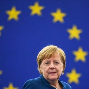 """La sfida di Merkel a Trump: """"Avanti con l'esercito europeo"""""""