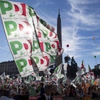 Pd, le primarie slittano e nei sondaggi testa a testa Zingaretti-Minniti.