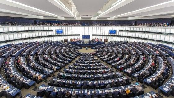 Telefonate tra Paesi Ue, tetto a 19 cent. Ecco il nuovo Codice: arriva il diritto alla banda larga