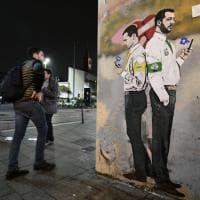 Nuovo murale Di Maio-Salvini firmato TvBoy. Stavolta però l'amore è finito