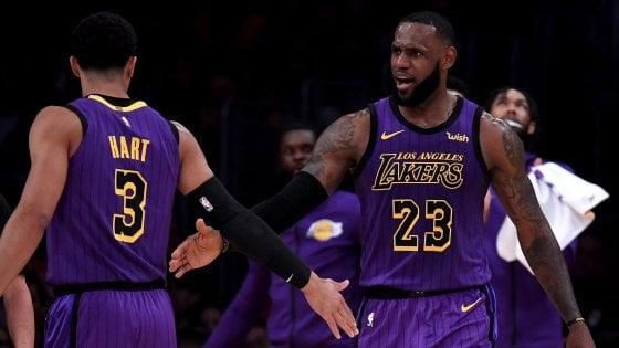 Basket, Nba: LeBron riscrive la storia, è il quinto marcatore di sempre