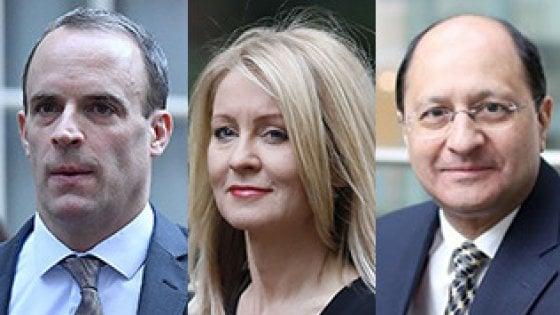 Via quattro ministri, il governo britannico nel caos