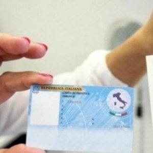 """Carta d'identità, il Garante della Privacy boccia l'introduzione di """"padre"""" e """"madre"""""""